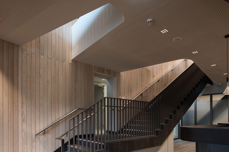 Stairs leading from the restaurants to the sauna facilities Christian Richters │ Berger+Parkkinen Architekten