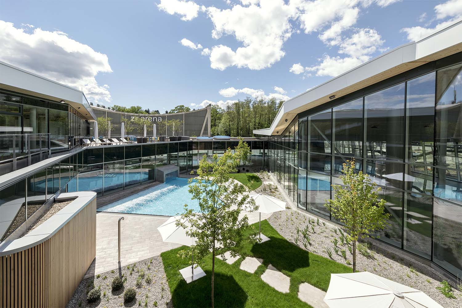 The heart of the complex is the landscaped interior courtyard - an oasis of recuperation. David Matthiessen