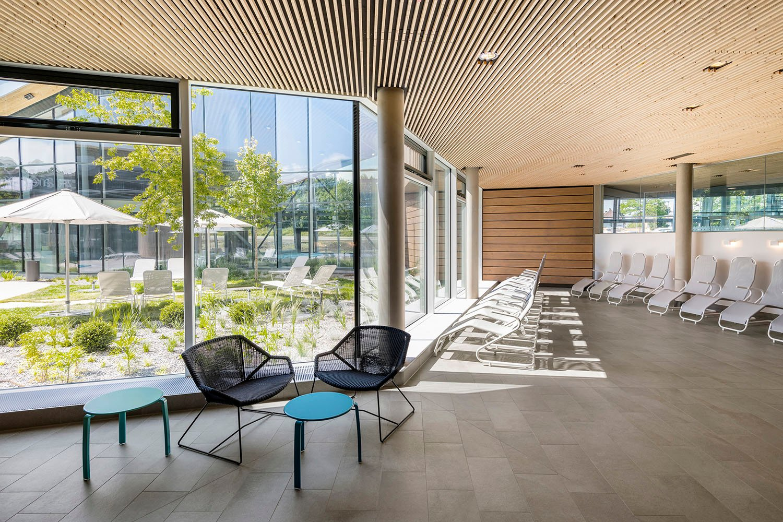 The generous quiet space is arranged arround the internal courtyard. David Matthiessen