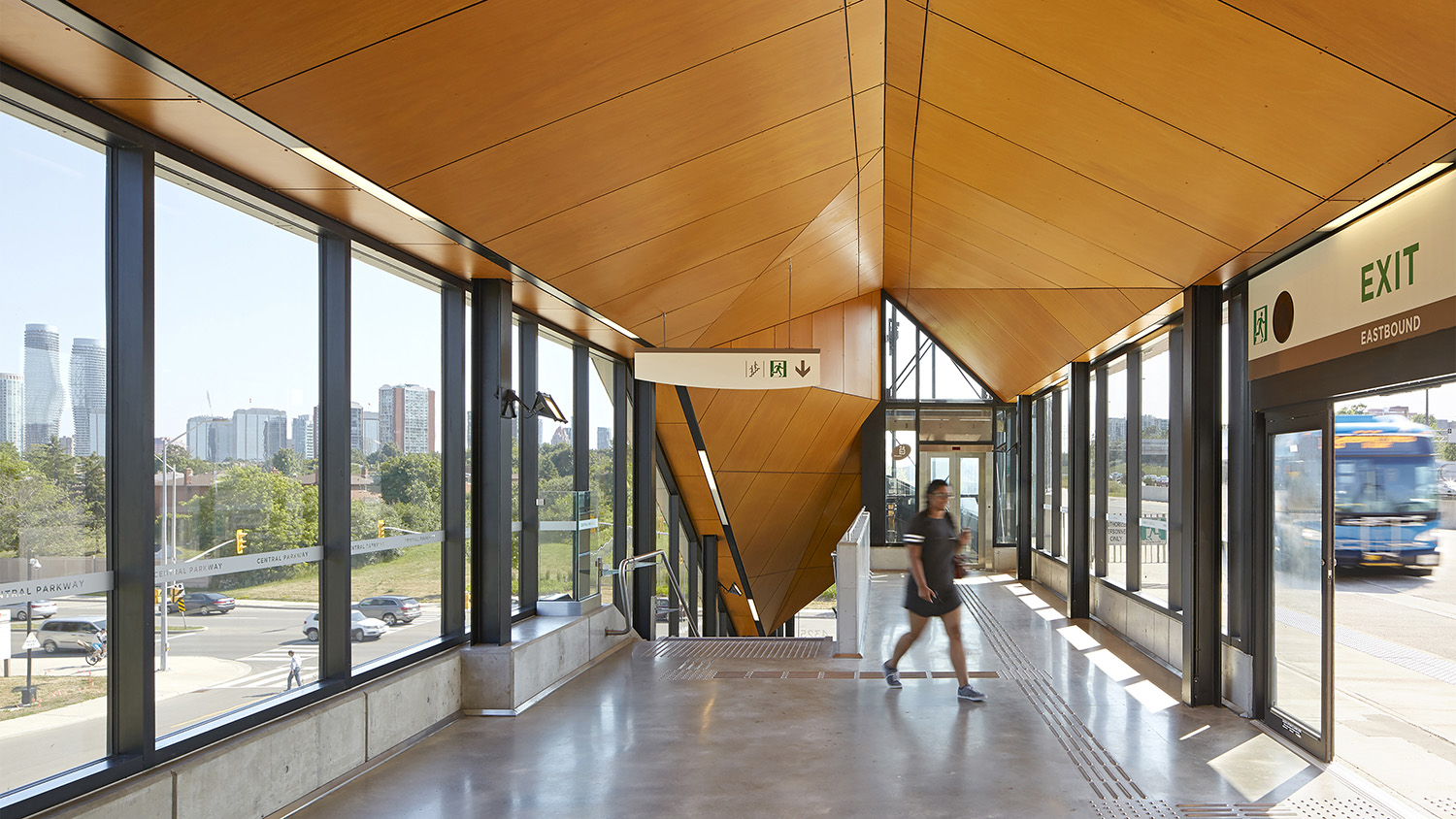Mississauga Transitway - Elevated Station - Central Parkway Ben Rahn/A-Frame Inc.