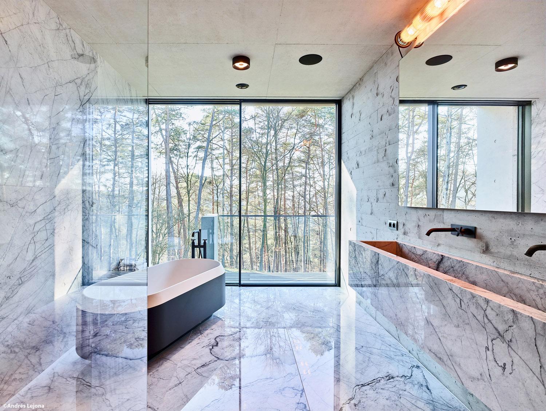 master bathroom Andrés Lejona}