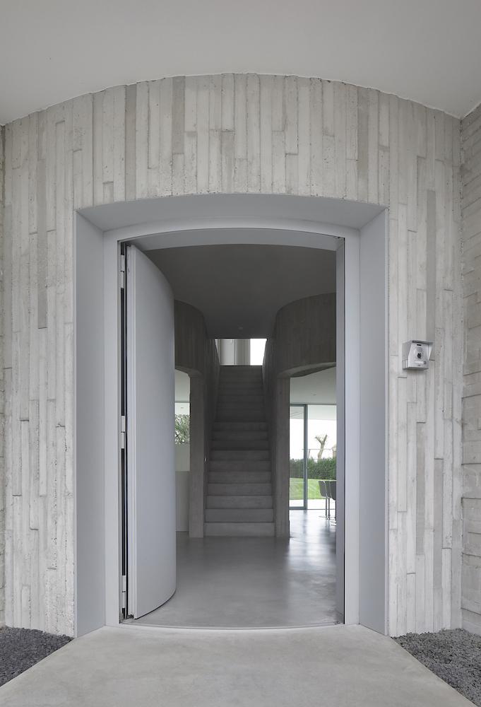 External entrance Filip Dujardin