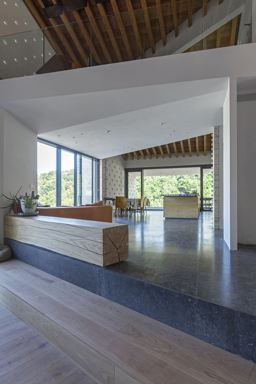 Vista cucina e soppalco zona studio Beppe Giardino