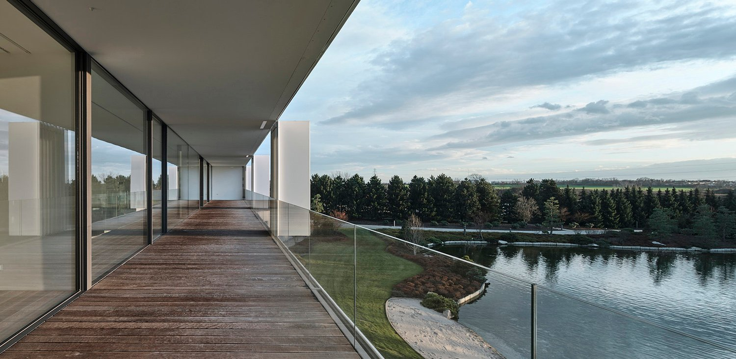 Terrace, which is an extension of the art gallery on the floor Jakub Certowicz