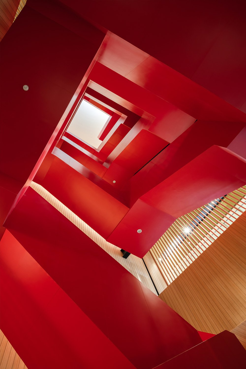 Sculptural staircase. Yu Chen Chao