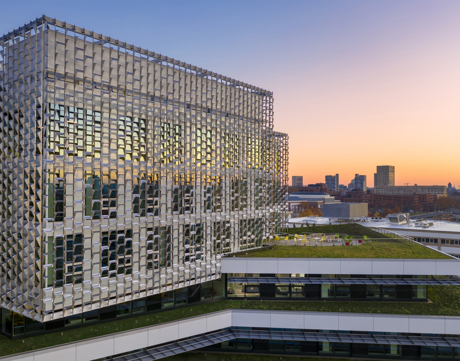 The highly innovative fixed sunshade calibrates the scale of the large volumes, creates an identity for the complex, and plays a crucial role in the efficient energy performance of the building. Brad Feinknopf