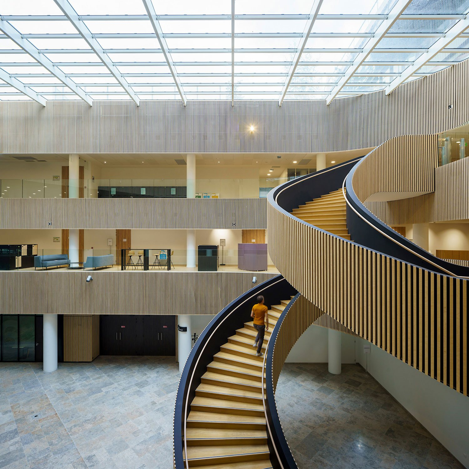 The sprawling spiral staircase traverses the entire height of the floor to ceiling atrium © Javier Callejas Sevilla