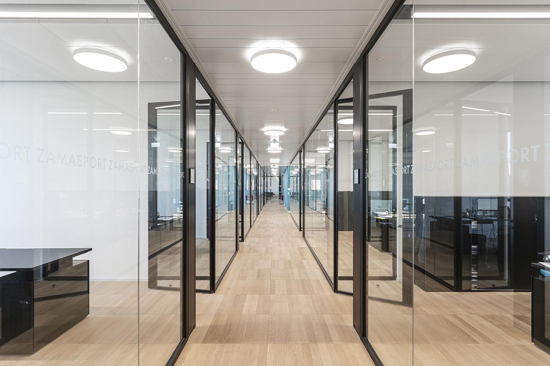 Zamasport, corridoio vetrata uffici Mario Frusca
