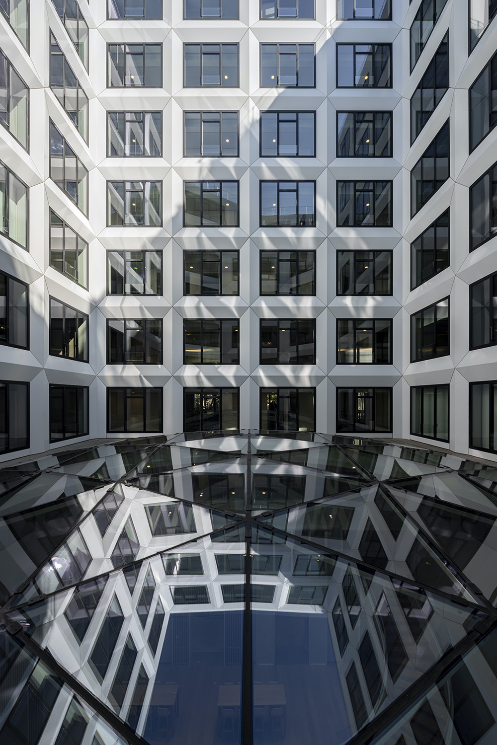 The interior spaces are very bright thanks to a white and glazed facade on the patio. ©SALEM MOSTEFAOUI FOR PCA-STREAM