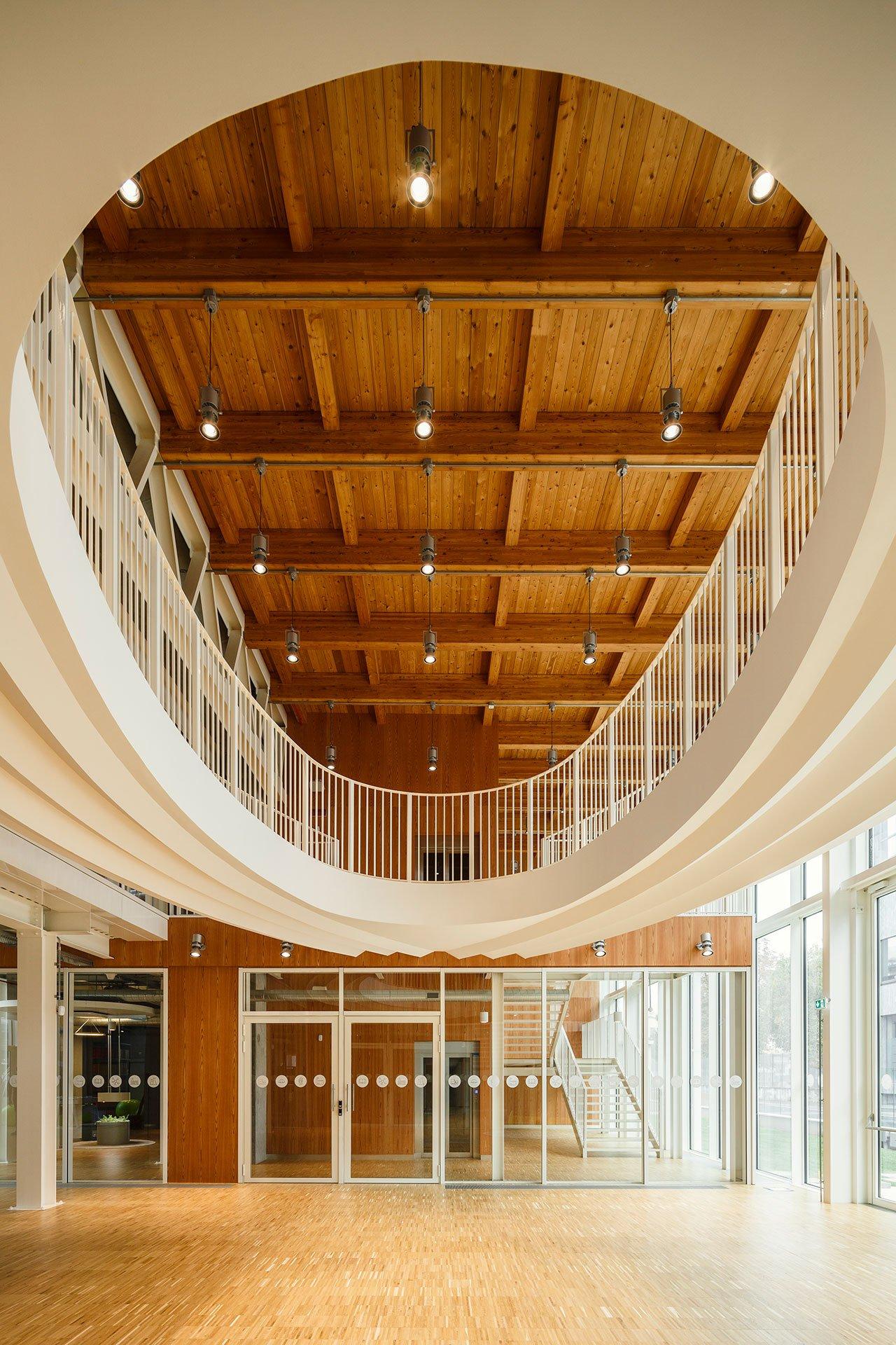 Double height entrance hall. Ph. Luca Rotondo