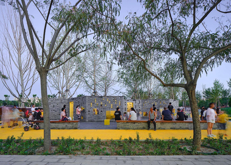 Happy gathering at the playroom YANG Chaoying