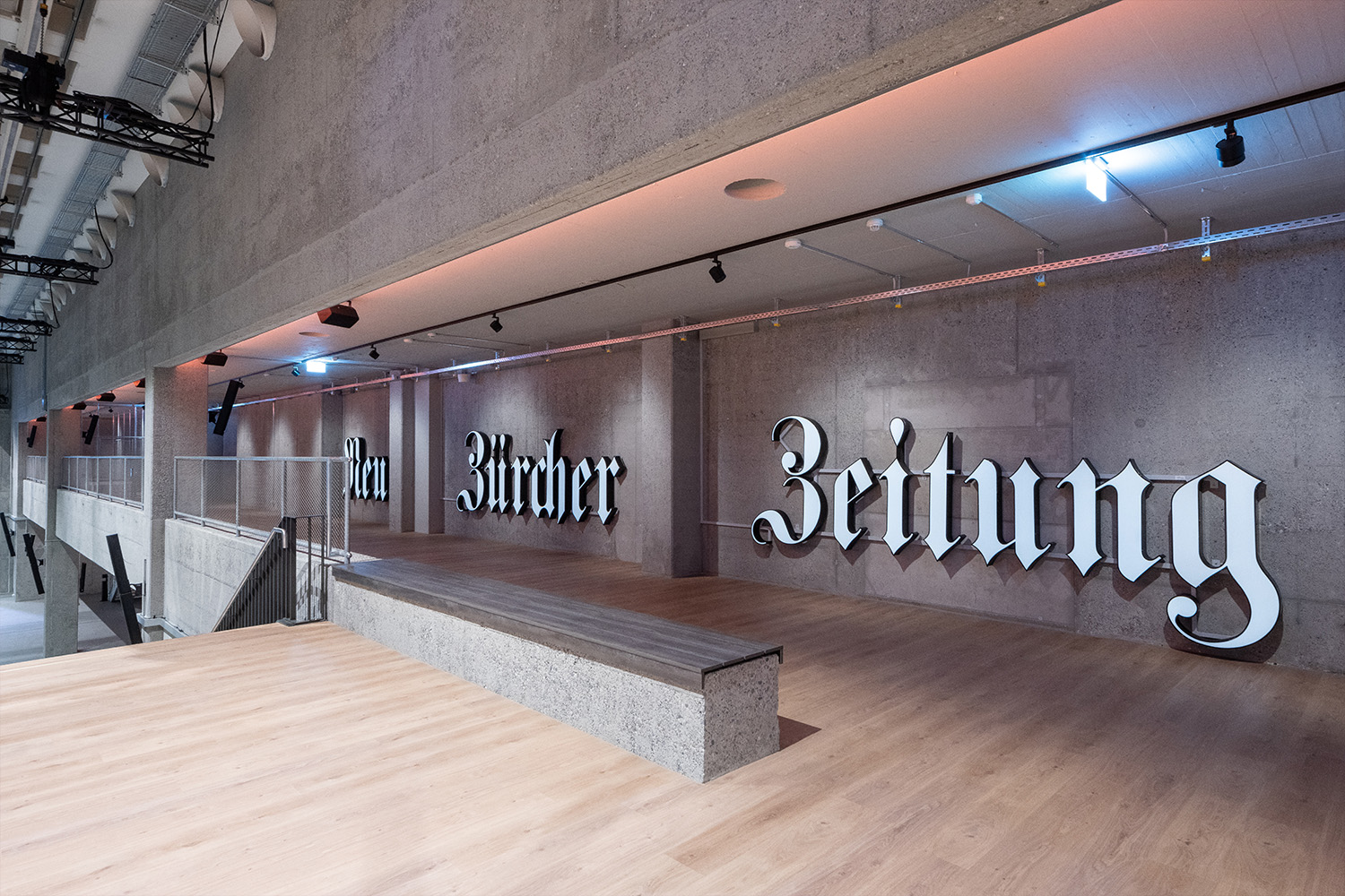 The logo of «Neue Zürcher Zeitung» pays homage to the history of the hall. Daniel Werder