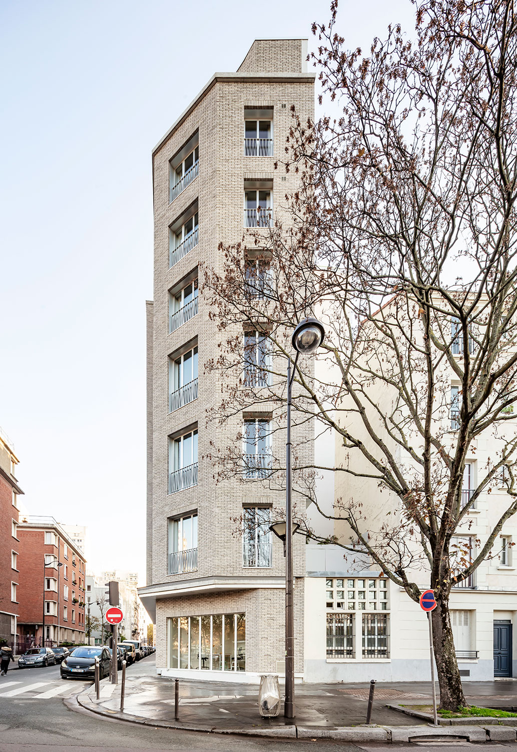 The building seen from the street Luc Boegly