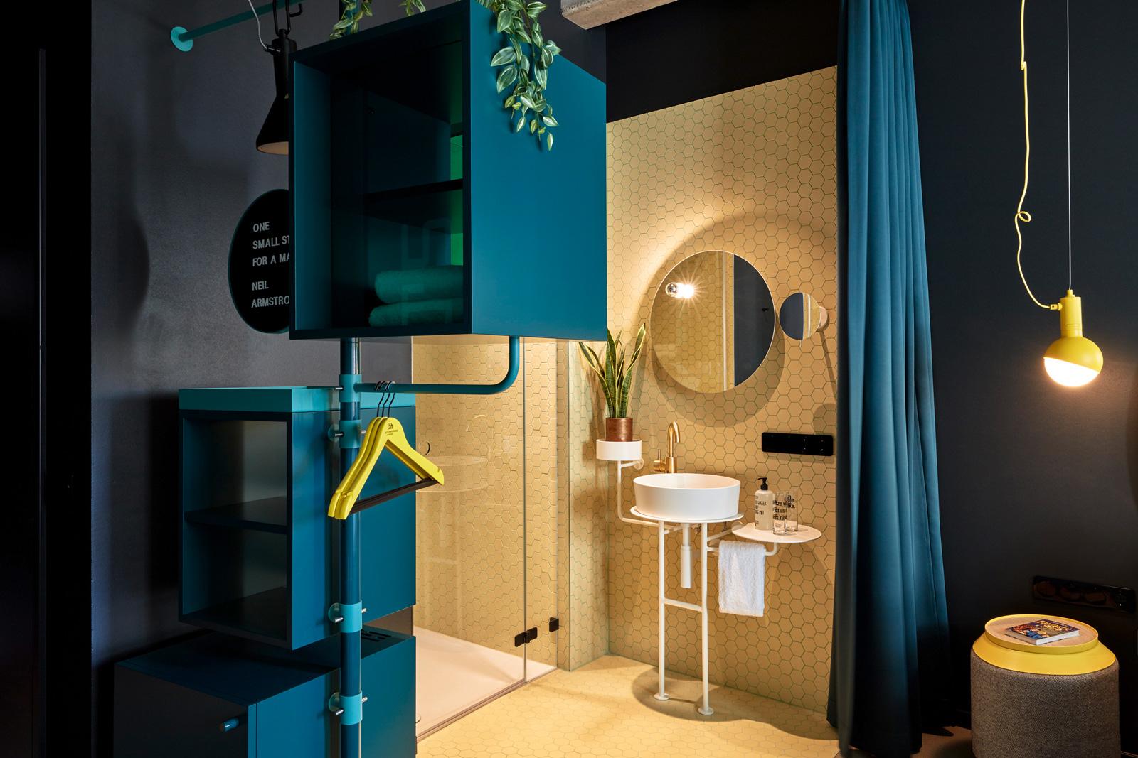 "I lavabi circolari Kartell by Laufen per l'Hotel 25hours ""The Circle"""
