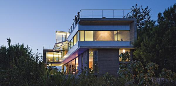 Kulapat Yantrasast, Why  - Un architetto californiano ispirato  dai ricordi della tailandia