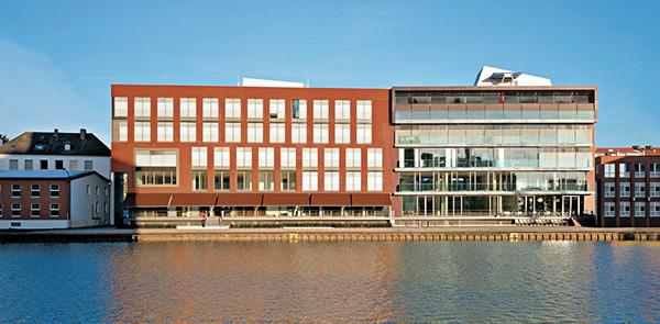 2 Harbour Buildings