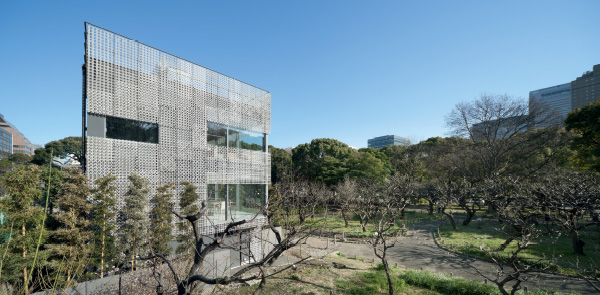 Mesh/earth terrace house