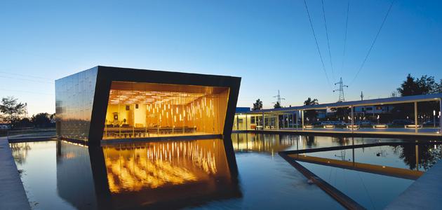 riflessi dorati per un edificio simbolico