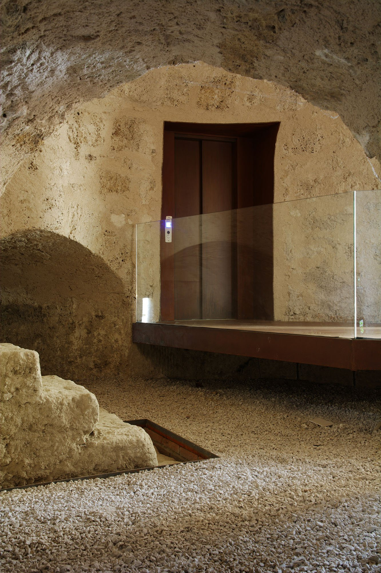Torre Aragonese: a modern language that dialogues with history