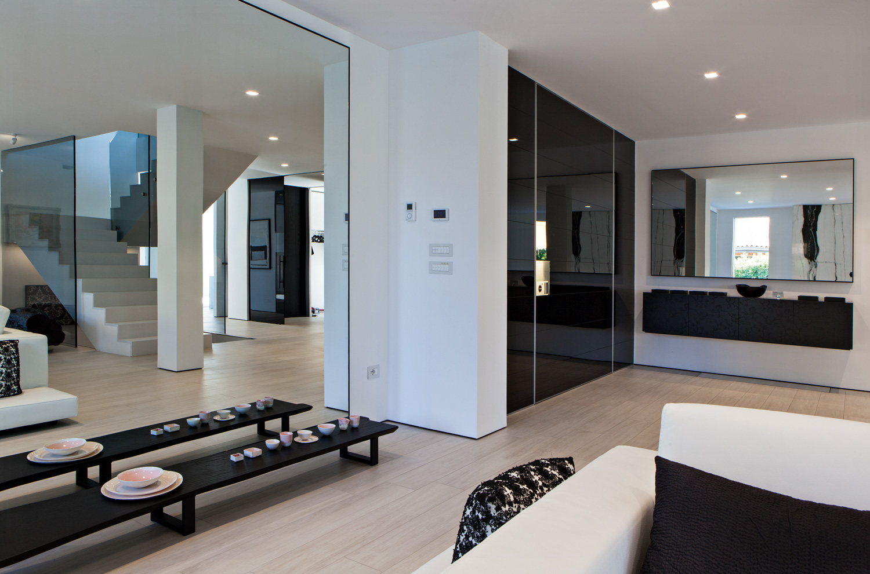 Private Villa - Synua - Design in a Security Door