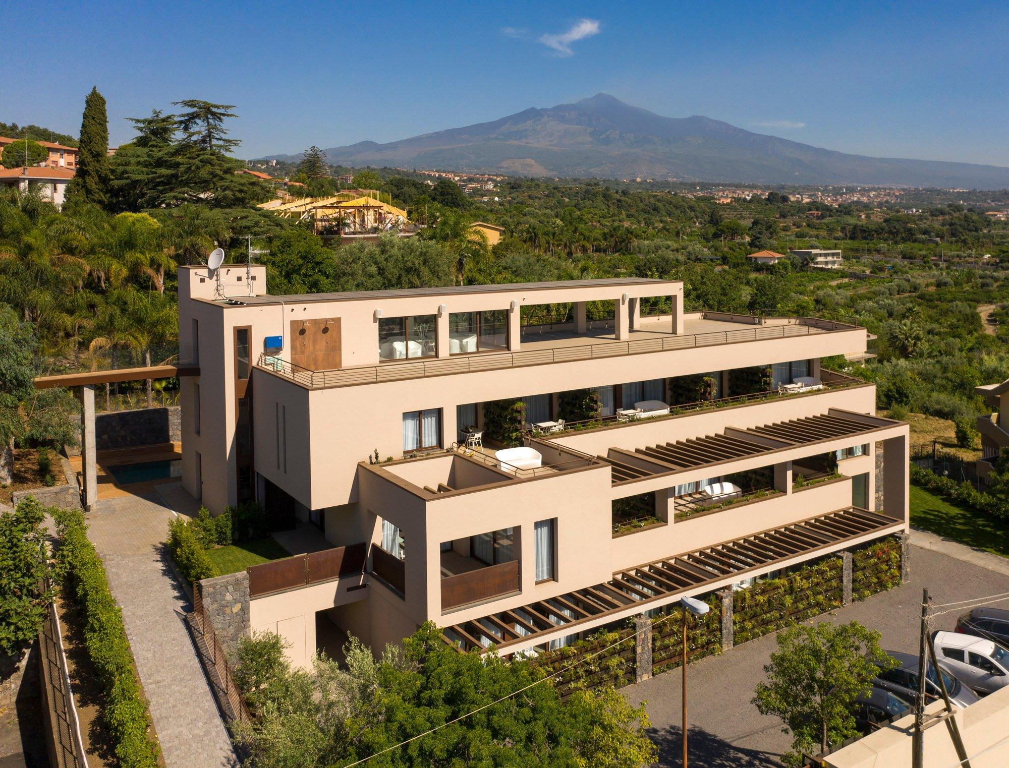 Hotel a Giarre, per un soggiorno con vista sull'Etna e sul mare