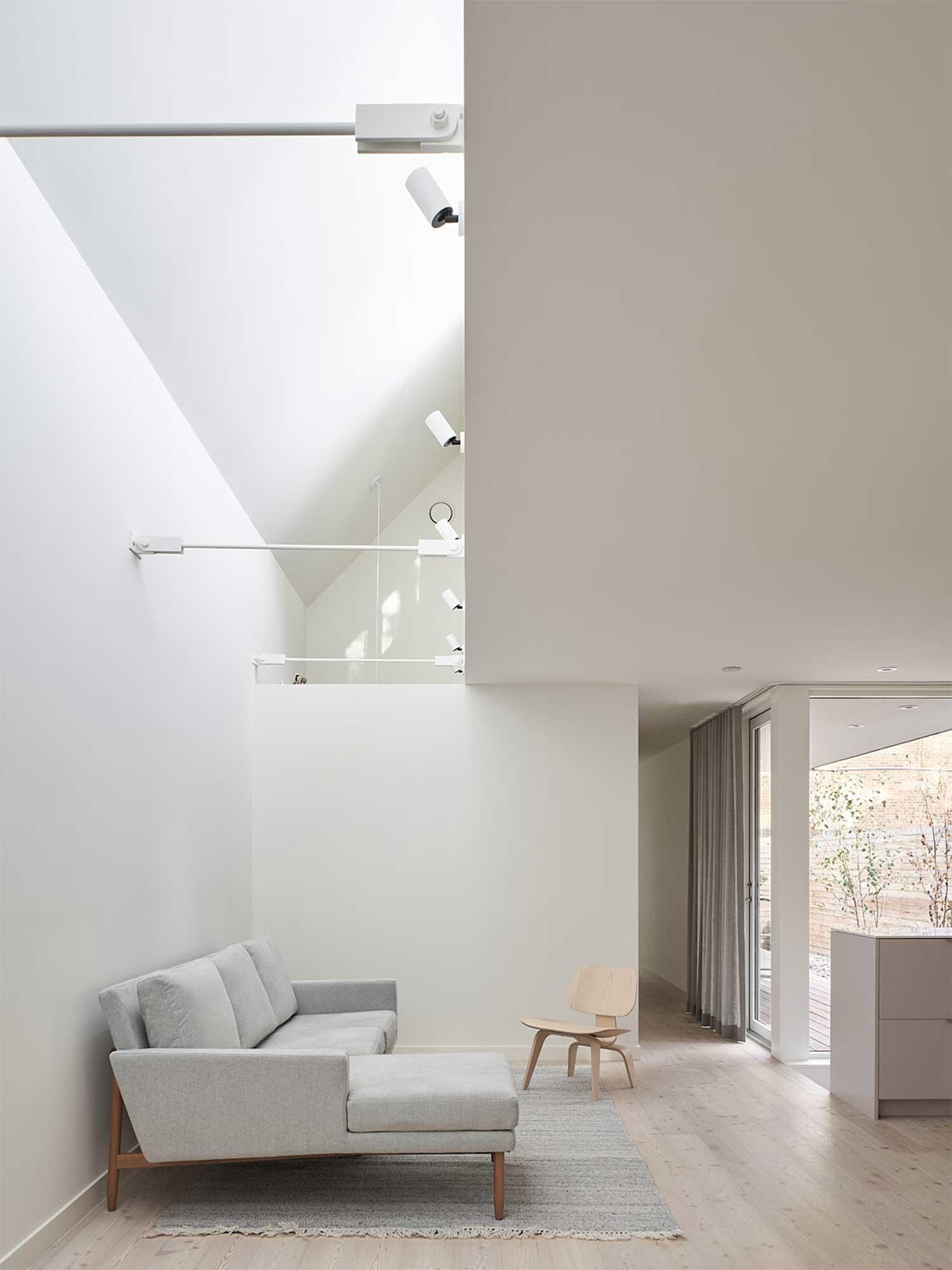 Spazi di luce per una grande Micro House