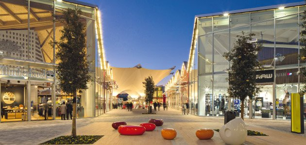 Luxury retail village scalo milano city style for Outlet village milano