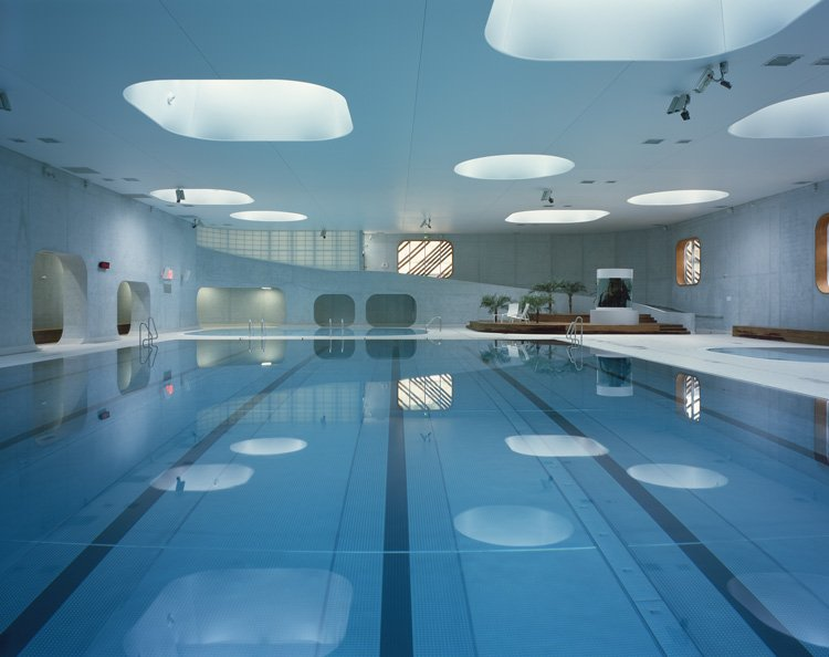 A swimming pool in a spatial continuum