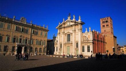Rilievo_In_Out_Architettura. I disegni di Piazza Sordello a Mantova