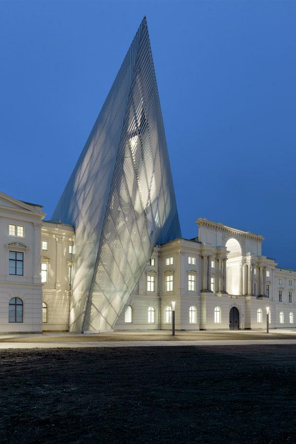 Museo di storia militare for 1 1 2 piani di cottage storia