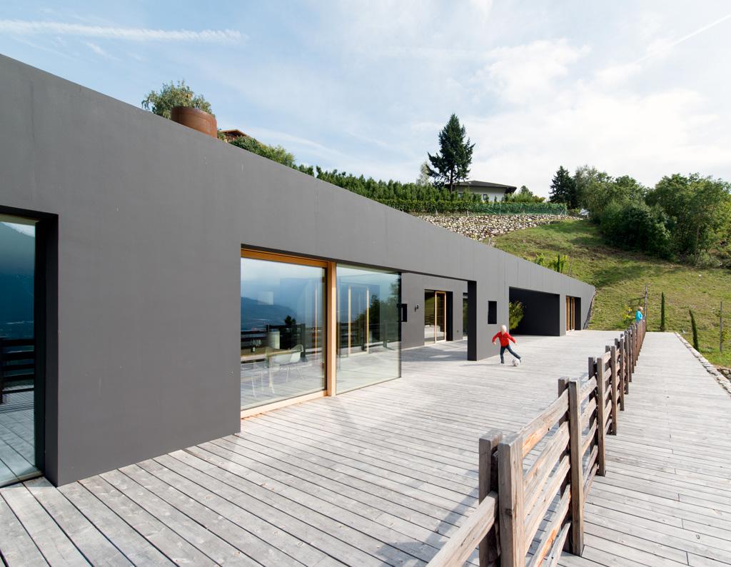 bergmeisterwolf architekten structures in the slope villa p. Black Bedroom Furniture Sets. Home Design Ideas