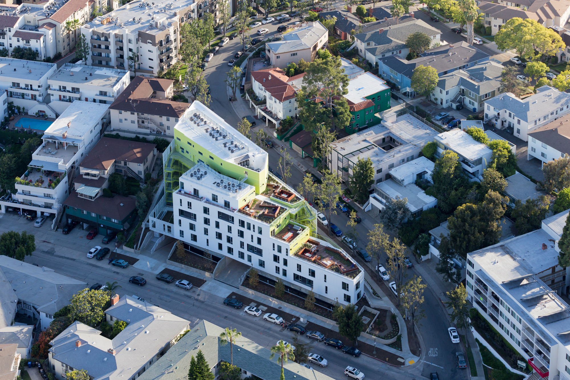 UCLA ADJACENT STUDENT AND FACULTY HOUSING, LOHA © Iwan Baan