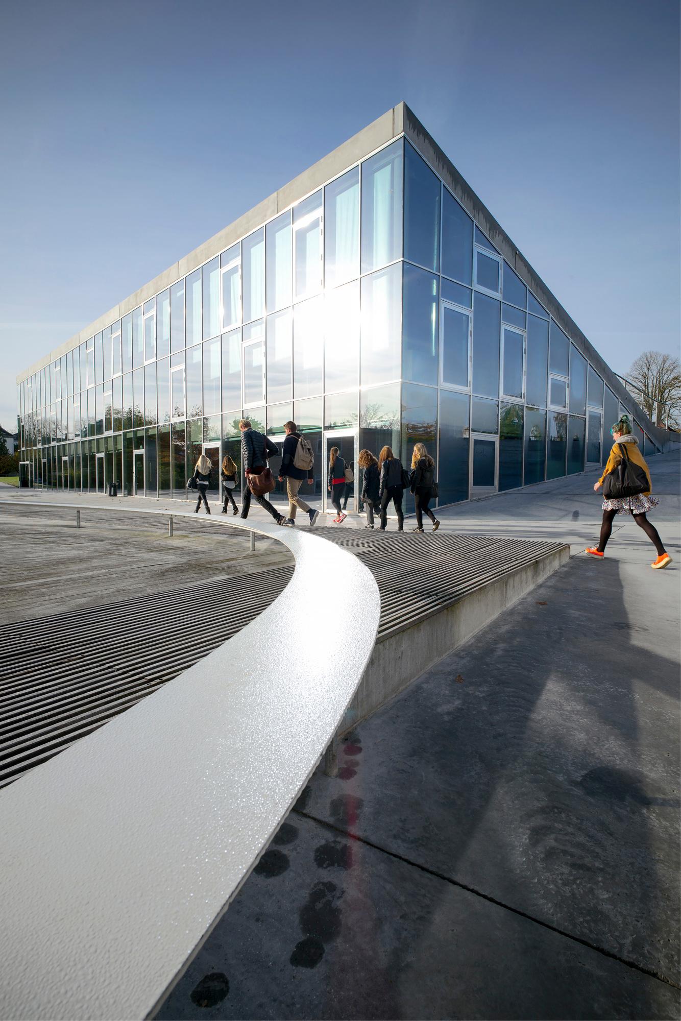 Istituto d'istruzione Gammel Hellerup di BIG © Jens Lindhe