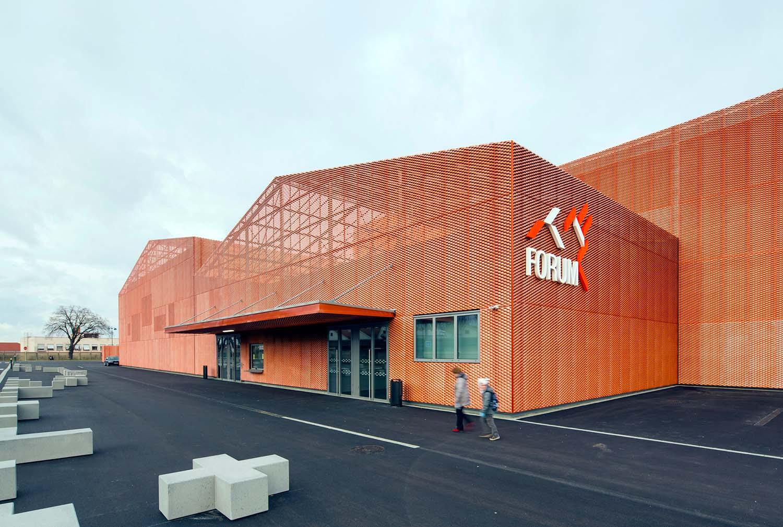 LE FORUM complesso sportivo, associativo e per eventi a SAINT-LOUIS, Manuelle Gautrand Architecture © Luc Boegly
