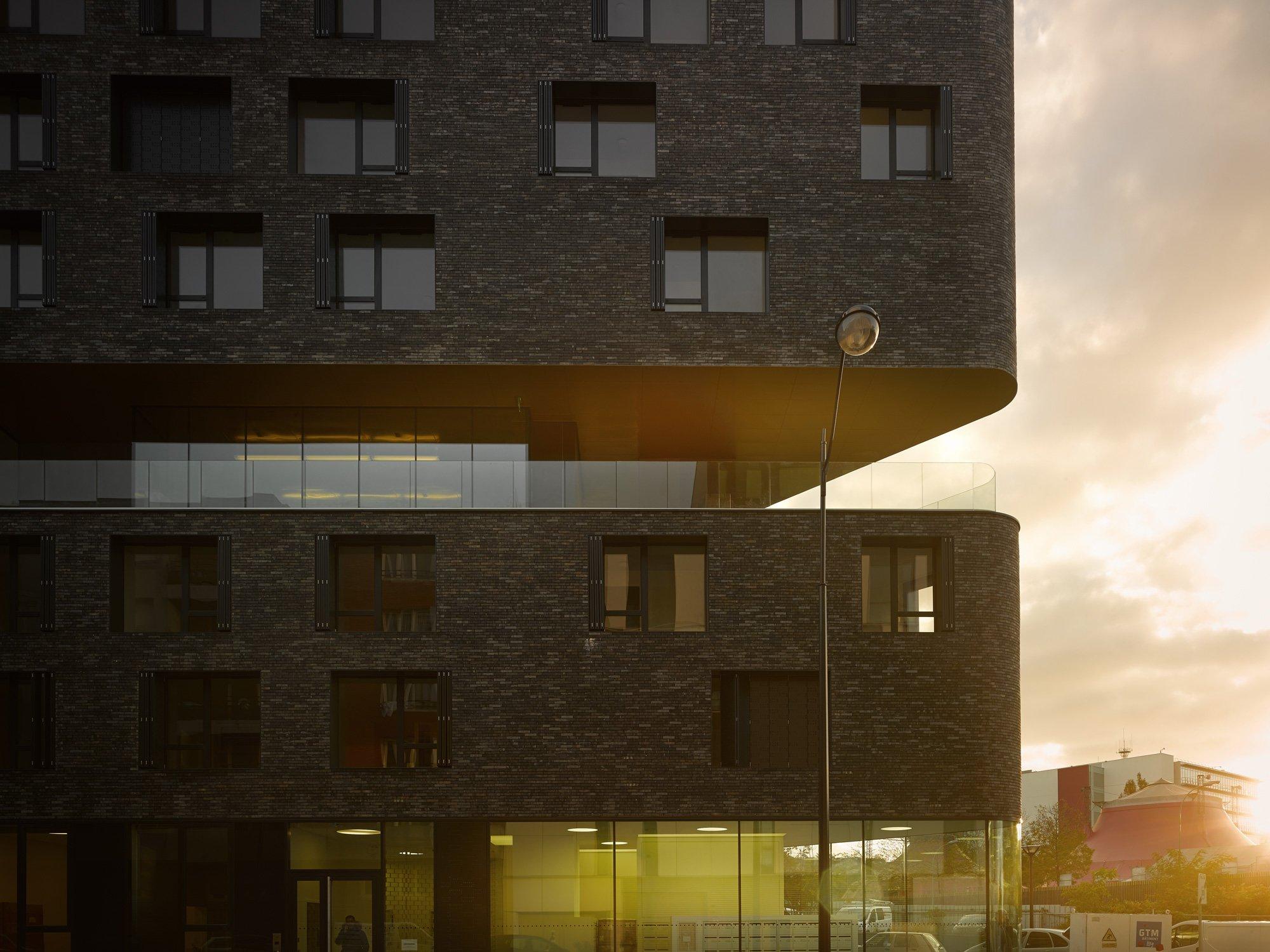 DAY-CARE AND HOSTEL COMPLEX, AVENIER CORNEJO ARCHITECTES © David Foessel