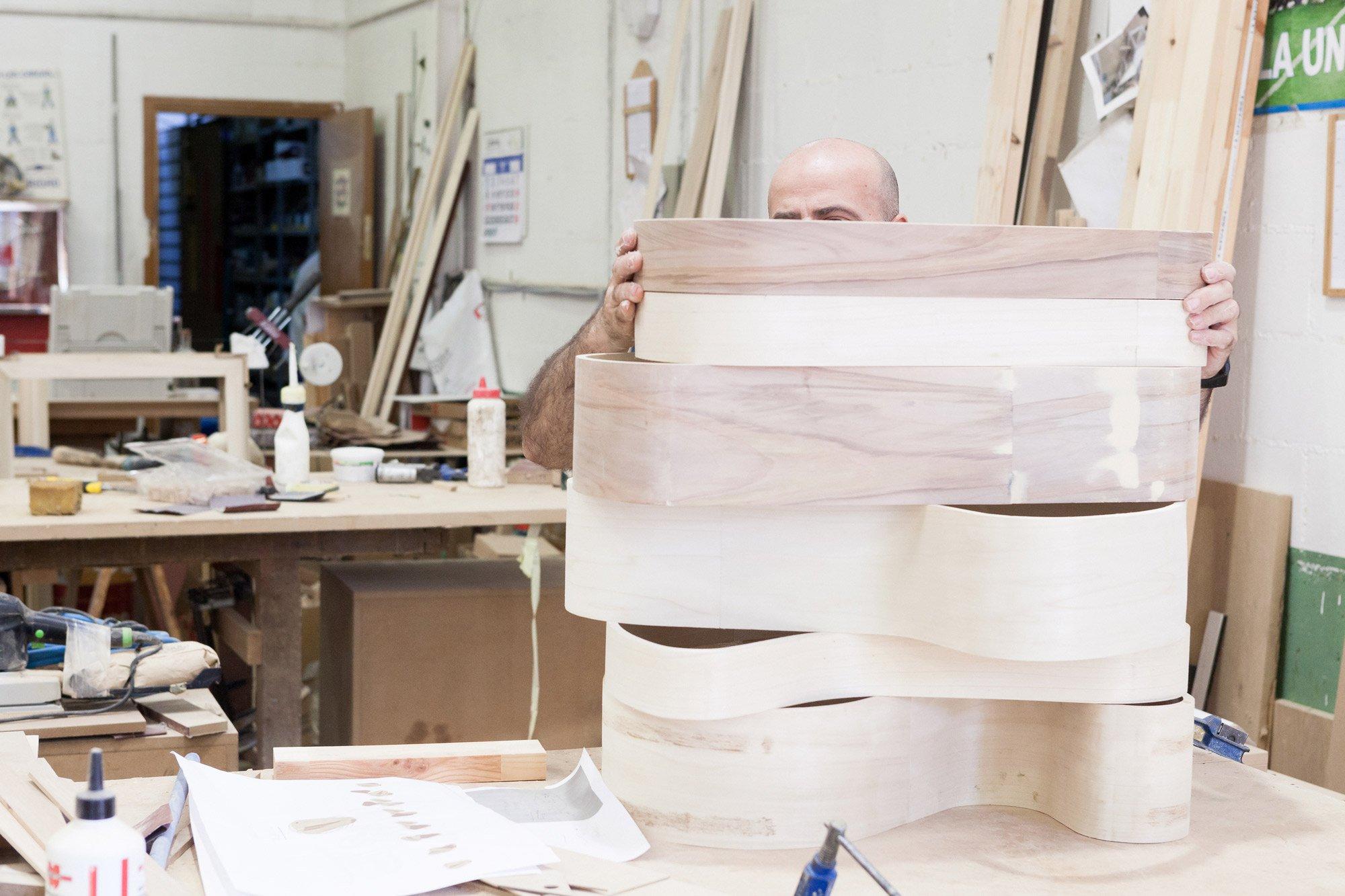 'Ribbon' tables being assembled at La Navarra  © Uxío Da Vila