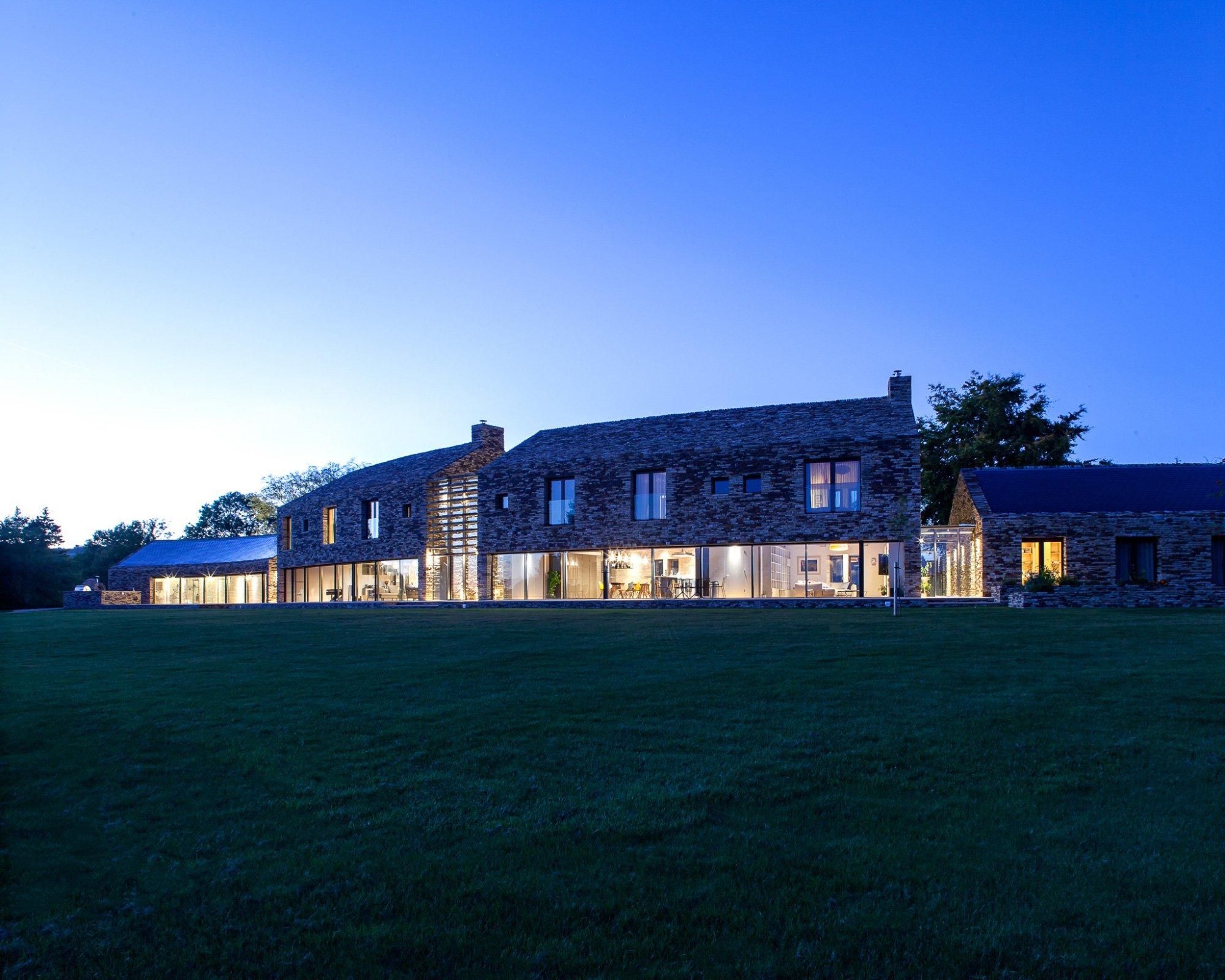 Sanei Hopkins Architects |