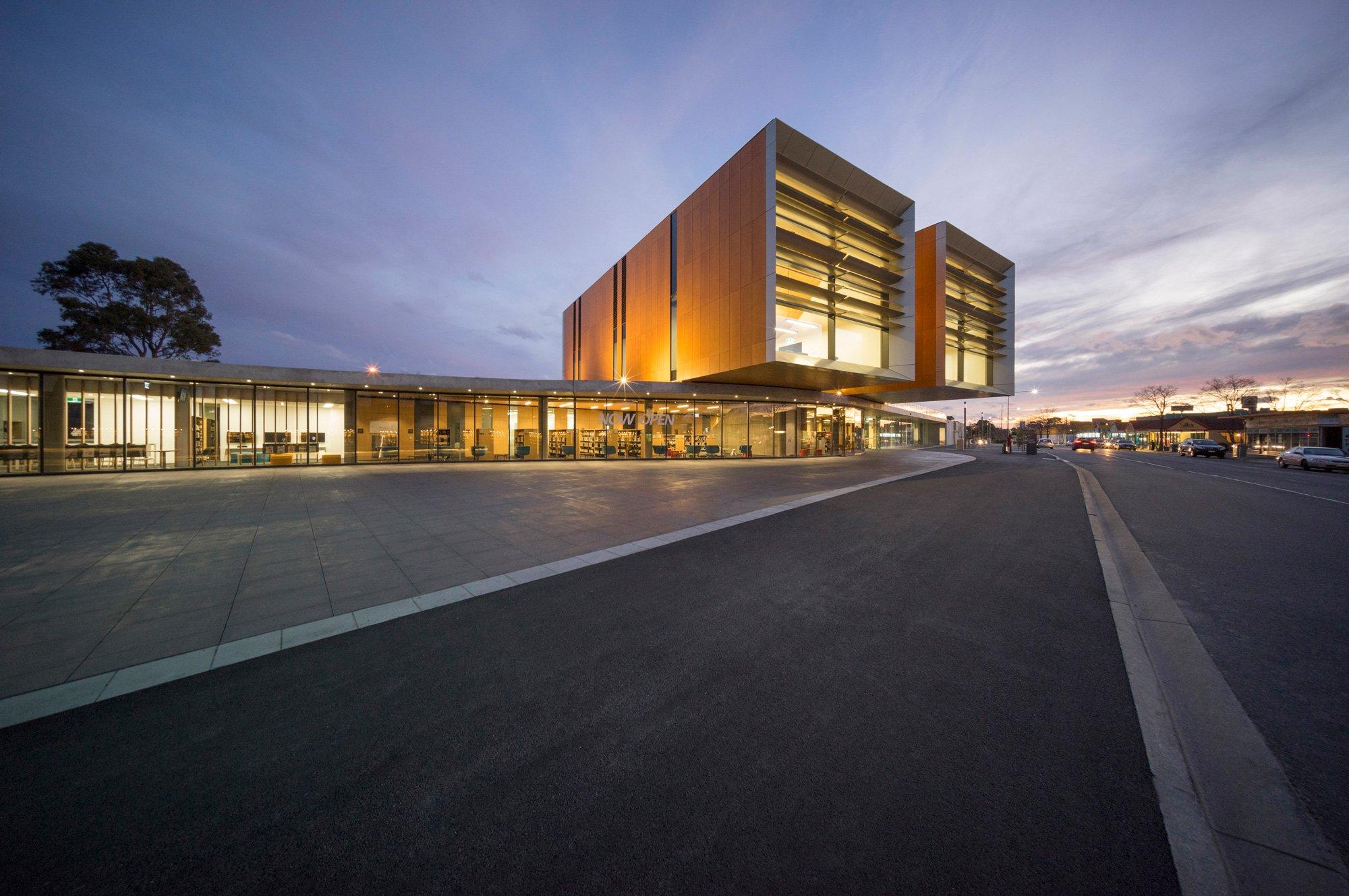 Frank Bartlett Library and Service Centre, FJMT © John Gollings