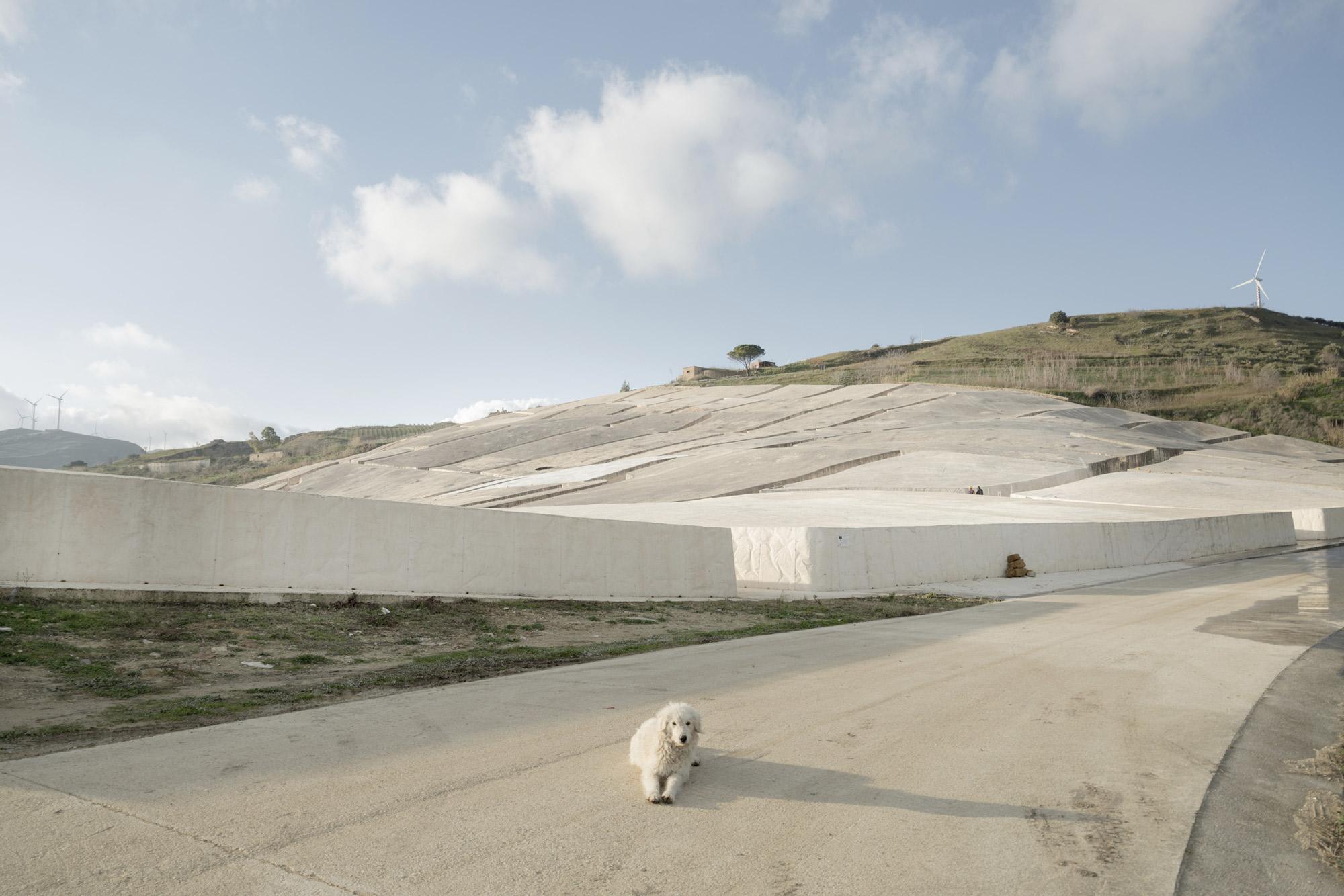 Belice: il cretto di Burri a Gibellina vecchia © Urban Reports