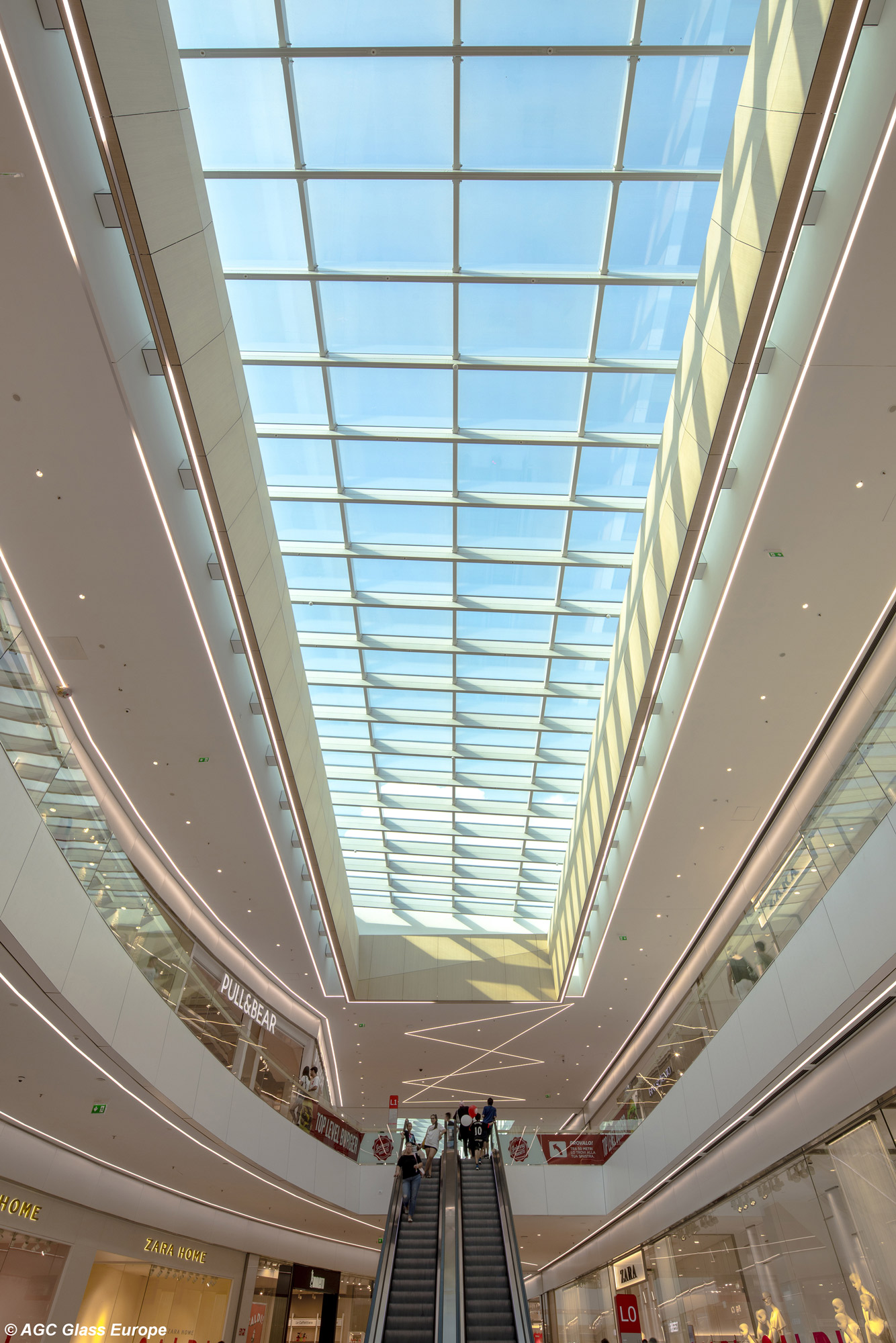 Elnòs Shopping Center Courtesy of AGC Glass Europe