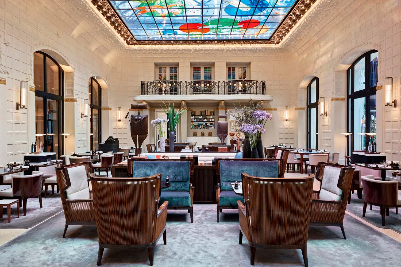 Il lucernario del Salon Saint-Germain è stato creato dall'artista Fabrice Hyber.
