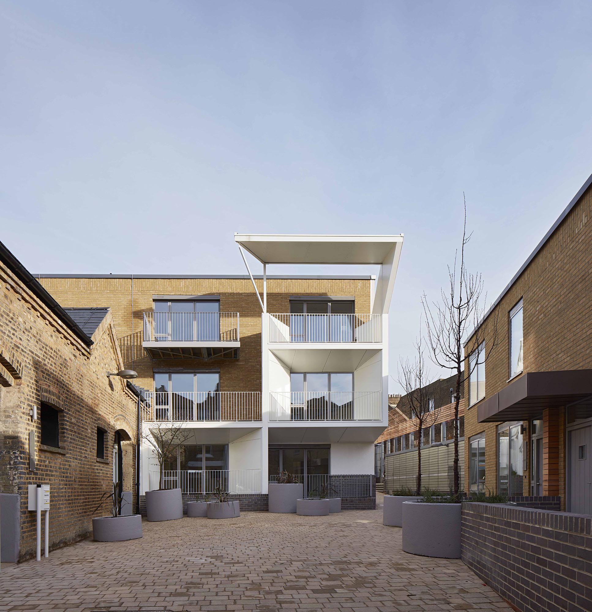 Caledonian Road, Brady Mallalieu Architects_ph.: Dennis Gilbert