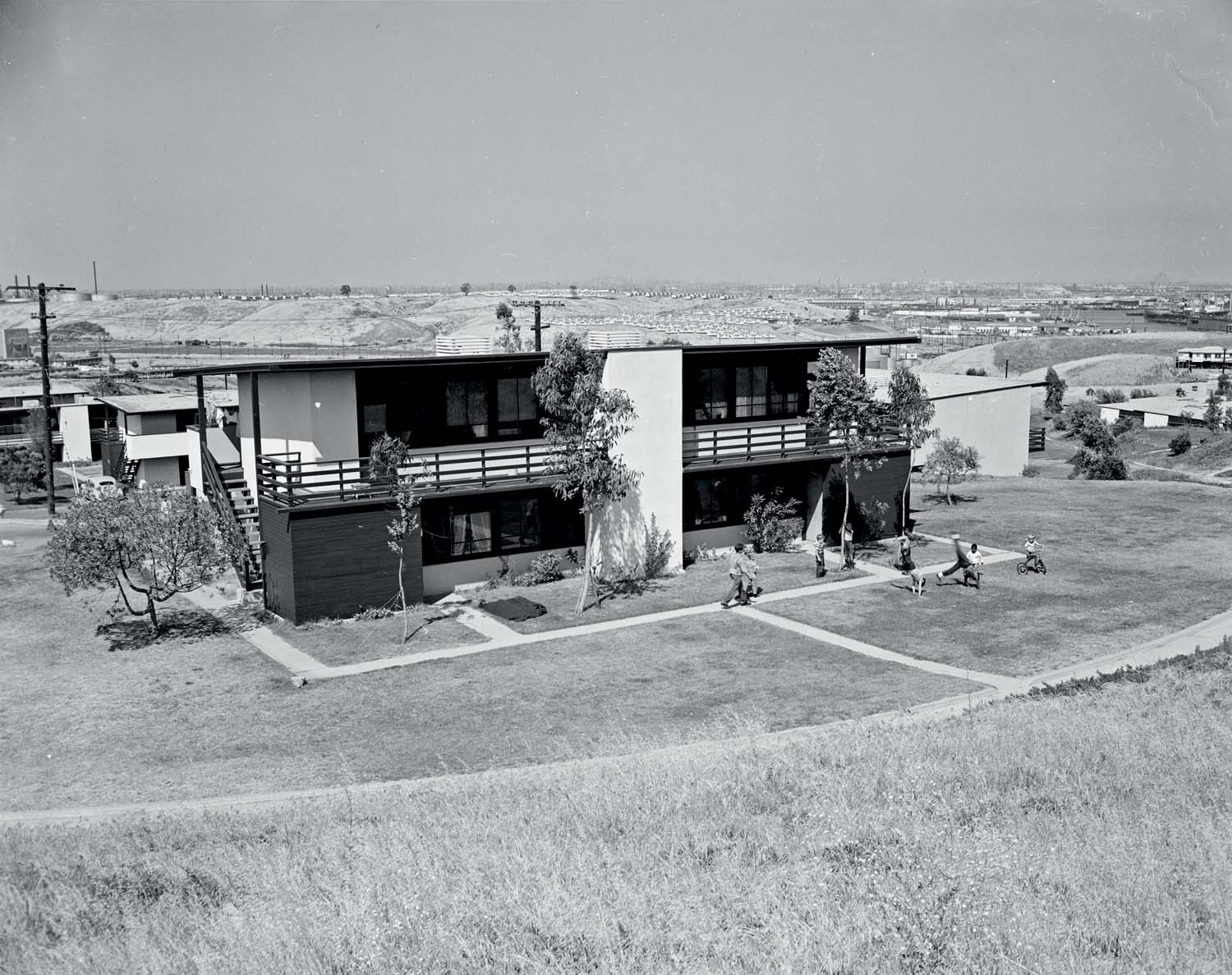 Channel Heights housing project, Richard Neutra, San Pedro, CA, USA, 1942. © J. Paul Getty Trust - Leonard Nadel photograph for the Housing Authority of the City of Los Angeles