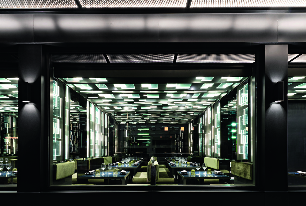 © Andrea Martiradonna, courtesy Maurizio Lai Architects A series of transparent, luminous metal and glass partitions punctuate the space, triggering an interplay of transparencies and reflections, creating niches and mini-private spaces among the metal and glass structures.