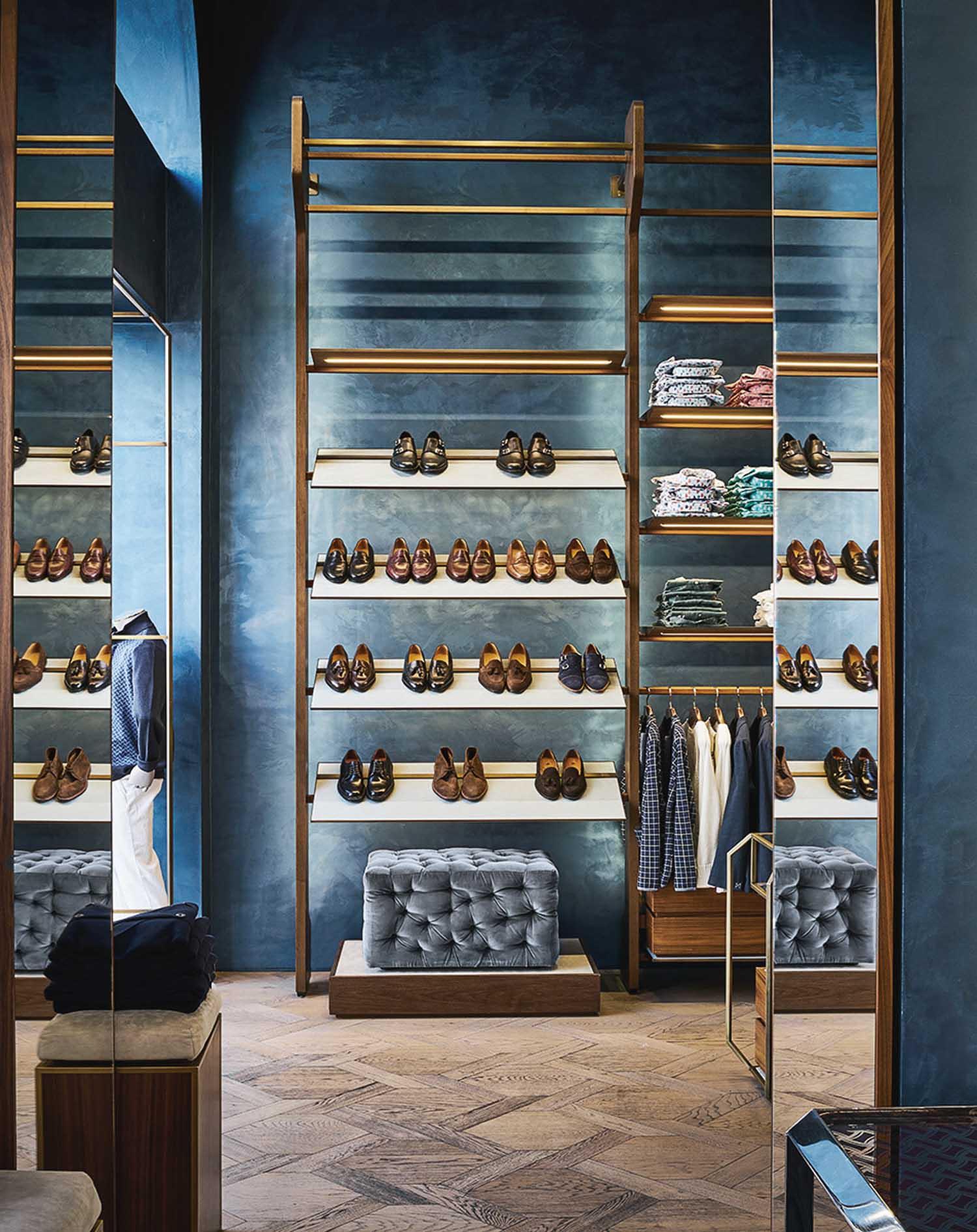 Boutique Drumohr, Milano - © Lorenzo Pennati, courtesy m2atelier Il disegno degli interni esalta l'artigianalità del più antico marchio di sartoria maschile, con accorgimenti che spaziano tra modernità e tradizione.