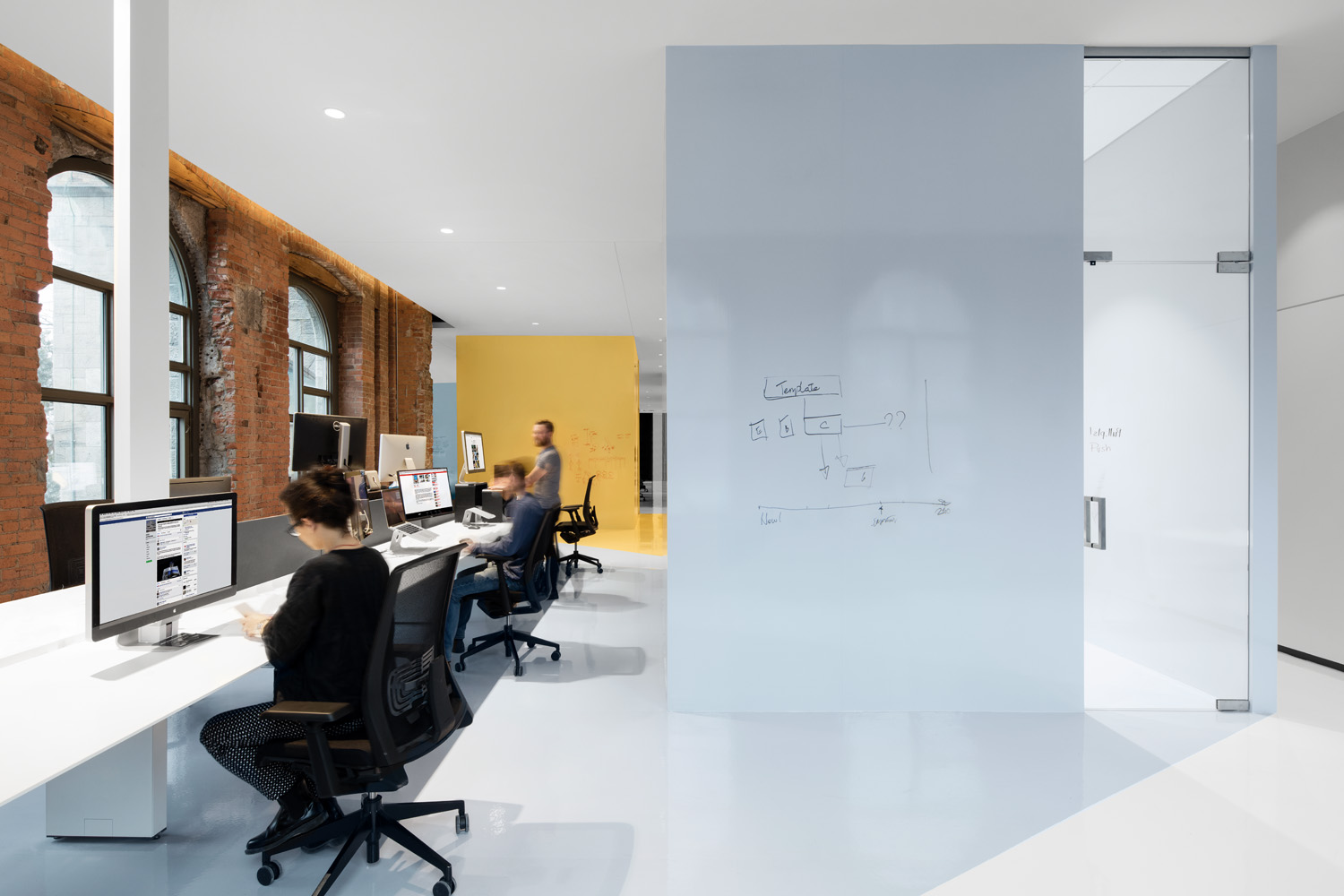 © Adrian Williams courtesy ACDF Architecture On the first floor of the west wing, a series of open spaces provides workstations and meeting rooms, like an archipelago of multiple islands, each characterized by a different pastel color shade.