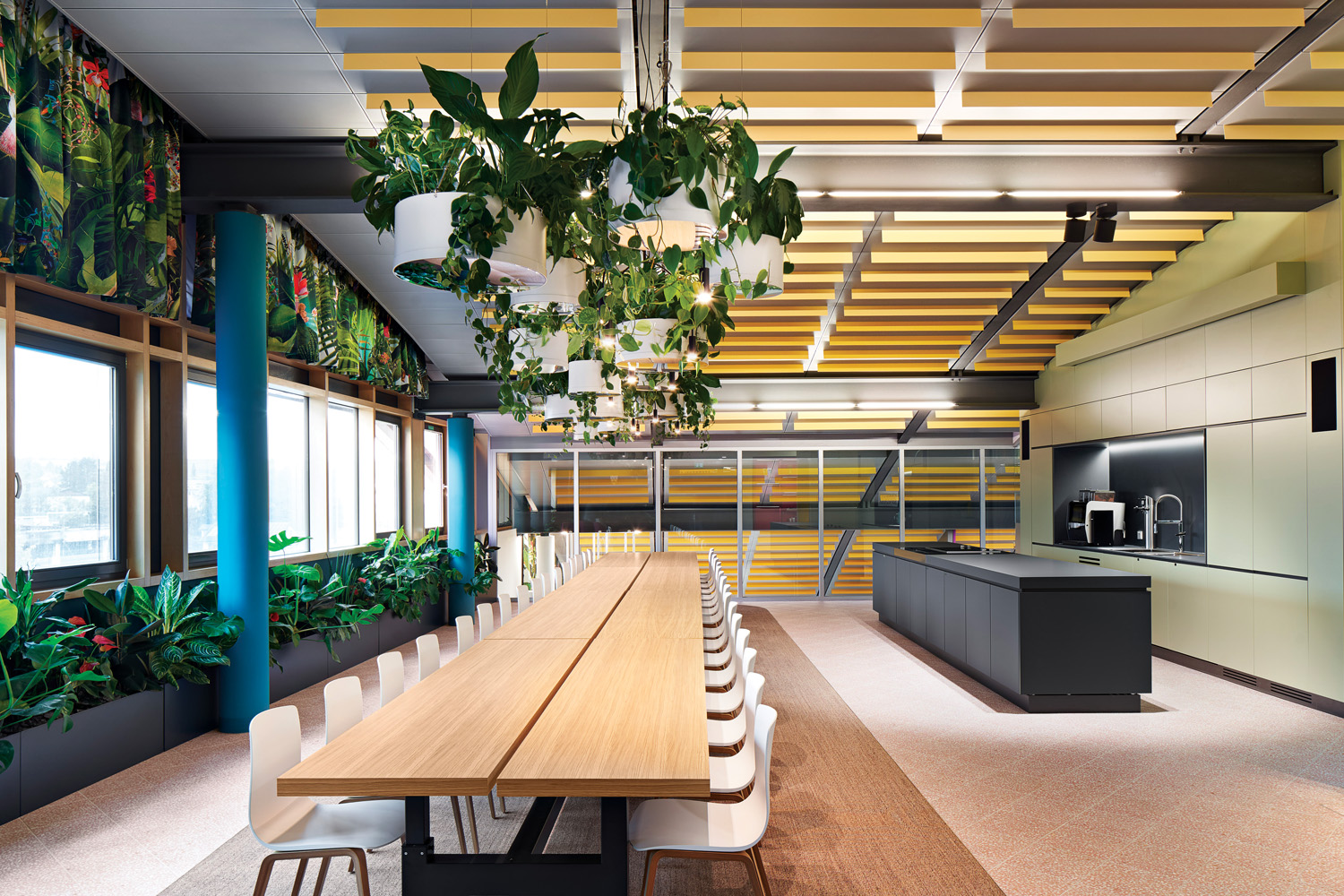 © Philip Kottlorz, courtesy Ippolito Fleitz Group The Sunset Café is a big kitchen, a meeting room either with colleagues or outside visitors and an event space.