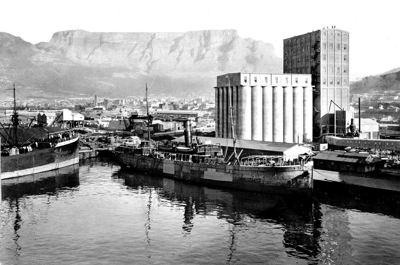 Foto storica, courtesy V&A Waterfront I silos industriali degli anni '20 a Città del Capo, trasformati nello Zeitz Museum of Contemporary Art Africa, 2017