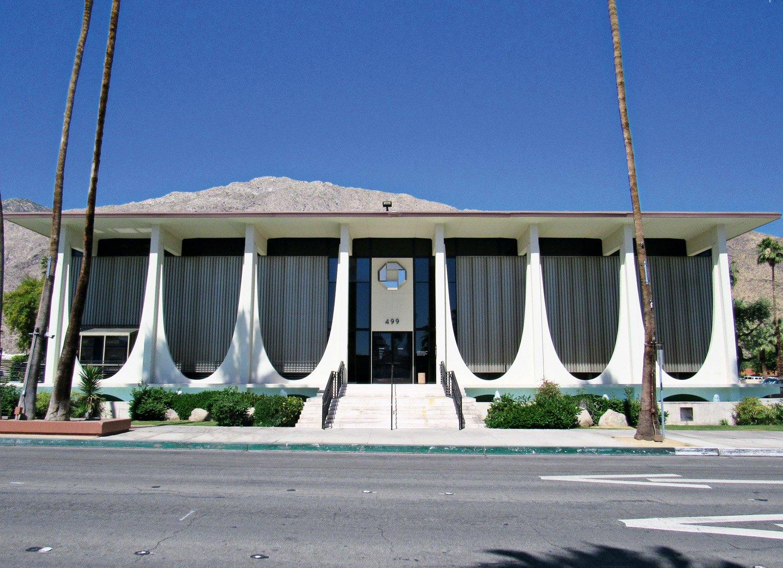 Coachella Valley Savings No. 2, Palm Springs, CA, USA, 1961. Foto di Farragutful / Wikimedia Commons. Immagine con licenza CC-BY-SA-4.0