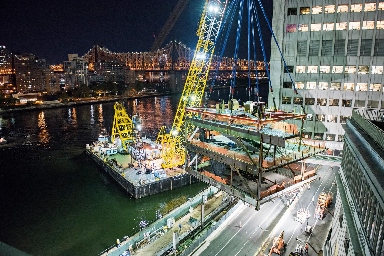 Installazione dei moduli strutturali © Tobias Everke courtesy SEFA